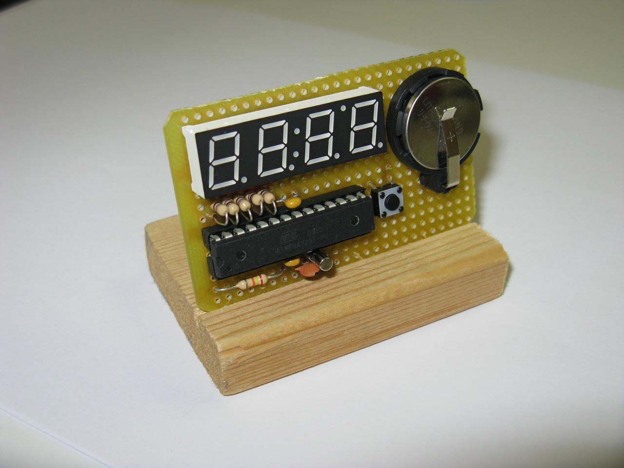 Micrologio, a micro-watch based on an Atmega328P